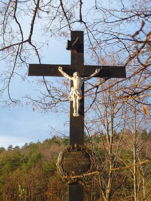 kříž nadrahách  3.jpg